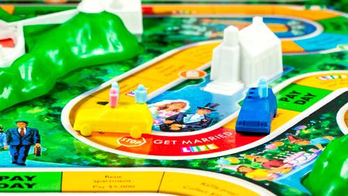 Life es un divertido juego de mesa, que como el monopoly también tiene dinero impreso.